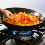 Thói quen hết sức phổ biến khi nấu ăn khiến cả gia đình đối mặt với ung thư
